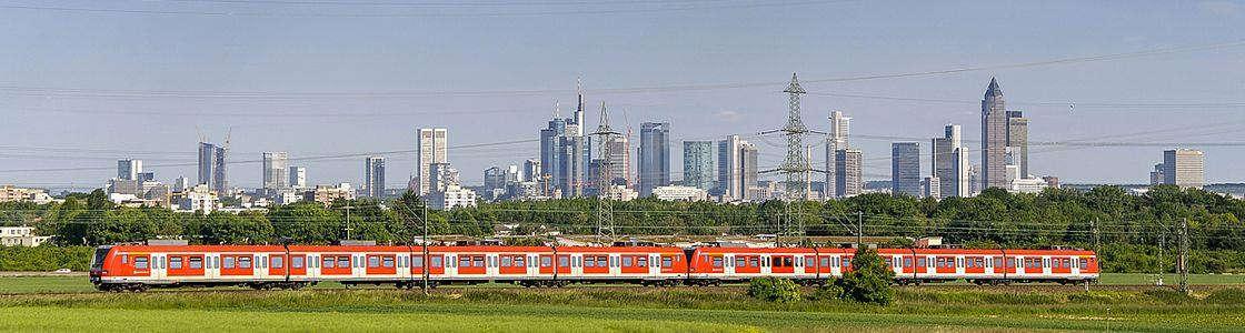 PendelLabor – Wege zu einer nachhaltigen Stadt-Umland-Mobilität am Beispiel der Region Frankfurt Rhein-Main © stock.adobe.com/helmutvogler